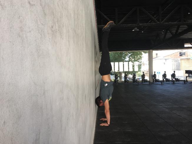 Handstand Hold con ayuda